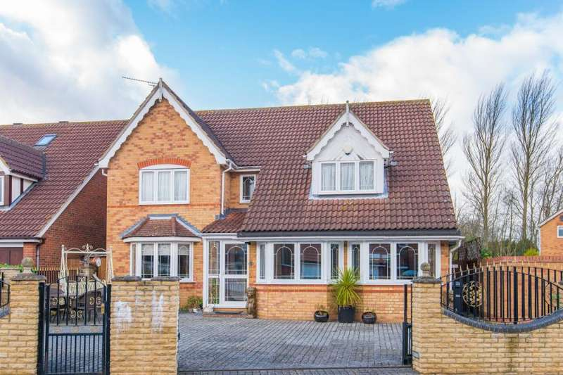 4 Bedrooms Detached House for sale in Mylne Close, Cheshunt, Waltham Cross, Hertfordshire