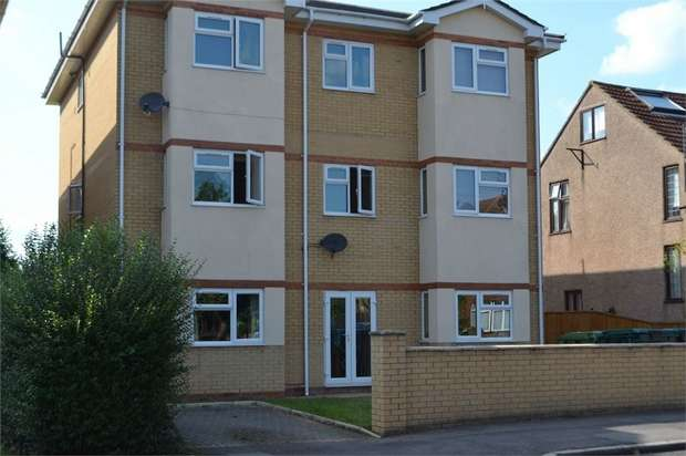 2 Bedrooms Flat for rent in 123 Stanwell Road, Ashford, Middlesex