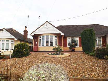 2 Bedrooms Bungalow for sale in Wick Lane, Wickford, Essex