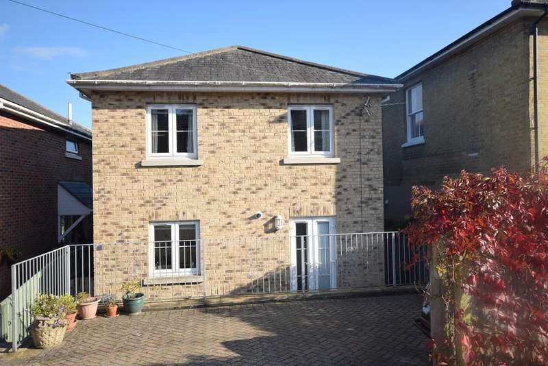3 Bedrooms Detached House for sale in Clatterford Road, Newport