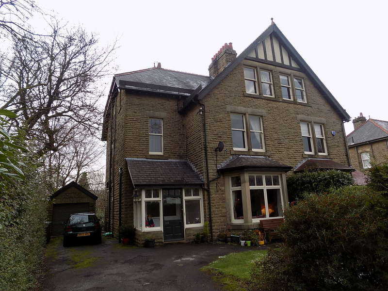 6 Bedrooms Semi Detached House for sale in Lightwood Road, Buxton