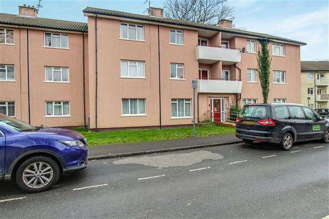 2 Bedrooms Flat for sale in Sunnymead, West Green, Crawley