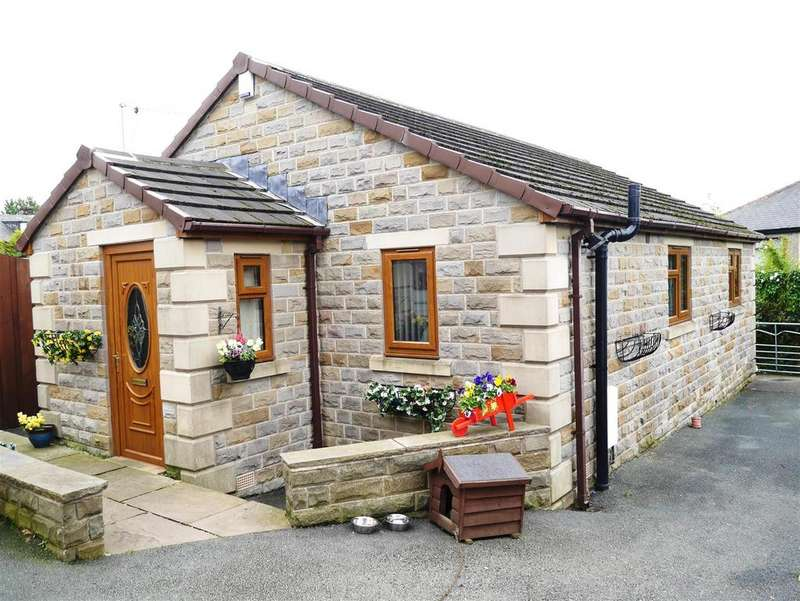 2 Bedrooms Detached Bungalow for sale in Fagley Road, Fagley, Bradford , BD2 3LY