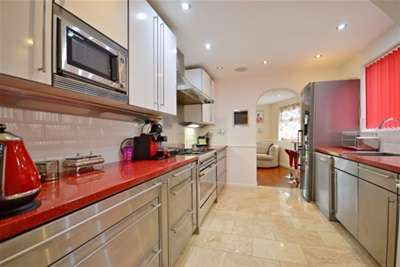 4 Bedrooms House for rent in Calbourne Avenue