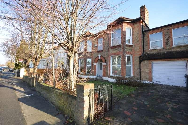 5 Bedrooms Detached House for rent in Wellmeadow Road, London, SE6