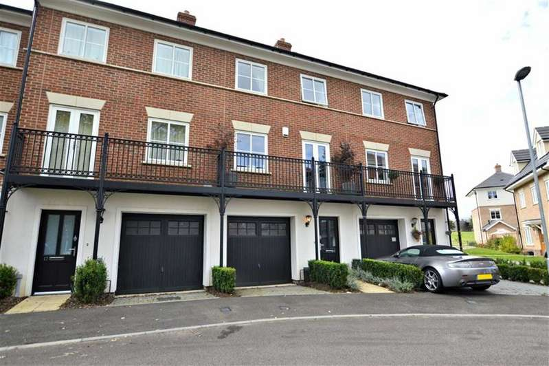 3 Bedrooms Town House for sale in Mowbray Close, Epping
