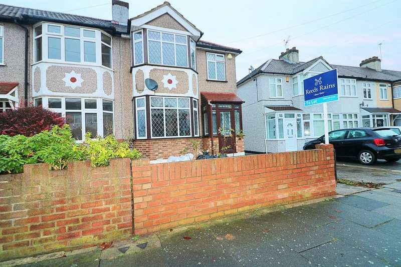 3 Bedrooms Semi Detached House for rent in Belgrave Avenue, Romford, RM2