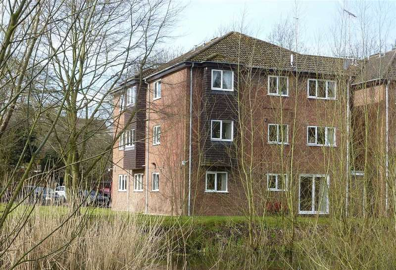 2 Bedrooms Apartment Flat for sale in St Johns Well Court, St. Johns Well Lane, Berkhamsted