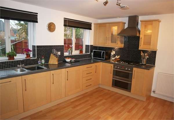 5 Bedrooms Detached House for sale in Anzio Road, Devizes, Wiltshire