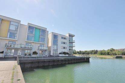 2 Bedrooms Flat for sale in Martingale Way, Portishead, North Somerset