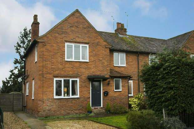 2 Bedrooms Semi Detached House for sale in Clares Green Road Spencers Wood Reading