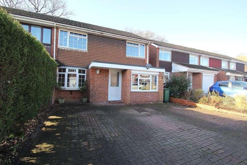 4 Bedrooms Semi Detached House for sale in Kingston Gardens, Fareham
