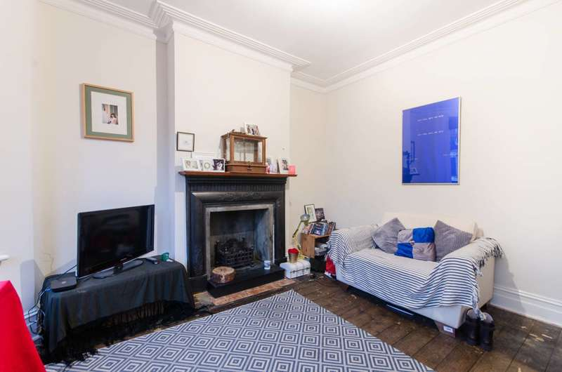 2 Bedrooms Flat for sale in Radcliffe Avenue, Kensal Rise, NW10