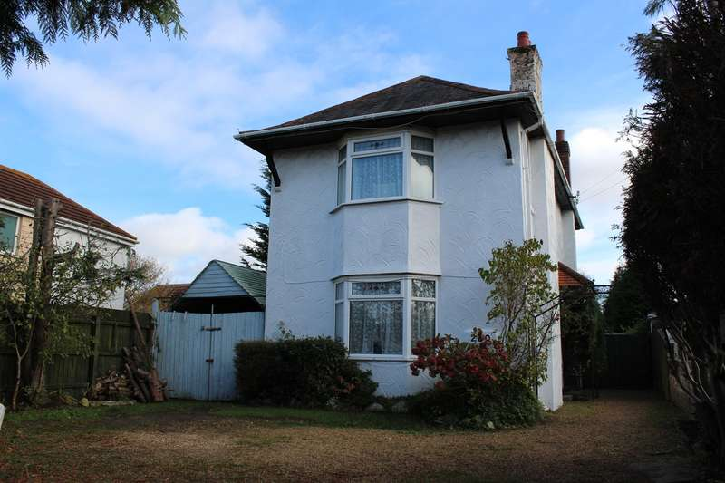 3 Bedrooms Detached House for sale in Wimborne Road, Poole, BH15