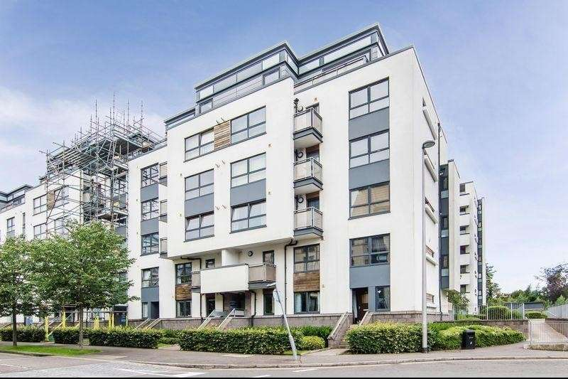 3 Bedrooms Property for sale in Flat 13, 52 Waterfront Park, Granton, Edinburgh, EH5 1FG