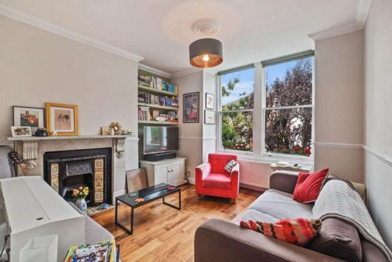 2 Bedrooms Apartment Flat for sale in Blythwood Road, Stroud Green, N4
