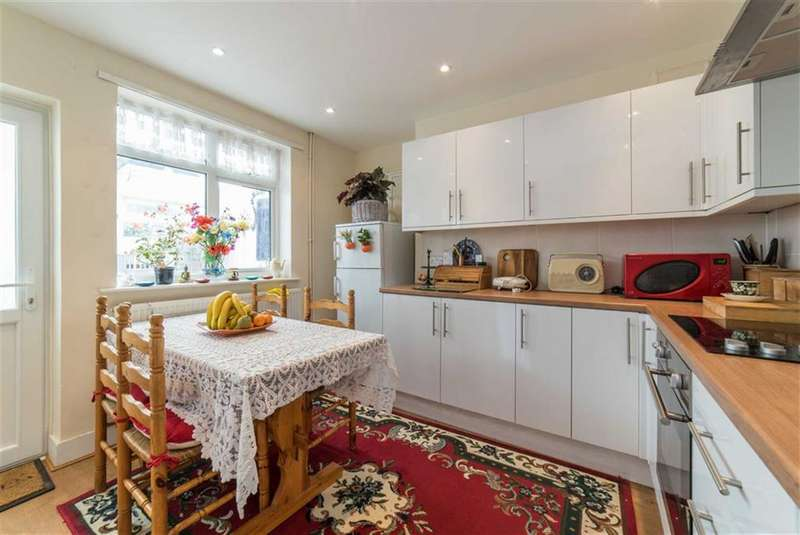 2 Bedrooms Terraced House for sale in Cherry Tree Close, Luton