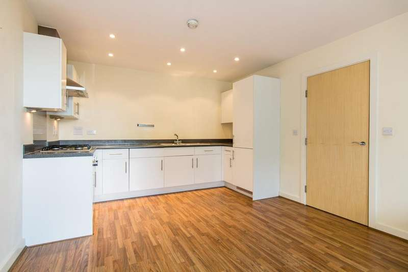 2 Bedrooms Flat for sale in Brecon House, Taywood Road, Northolt