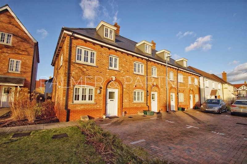3 Bedrooms Town House for sale in Garrison Parade, Colchester