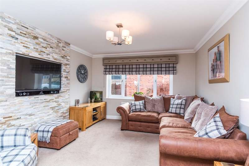 4 Bedrooms Semi Detached House for sale in Sprotbrough Road, Doncaster, DN5