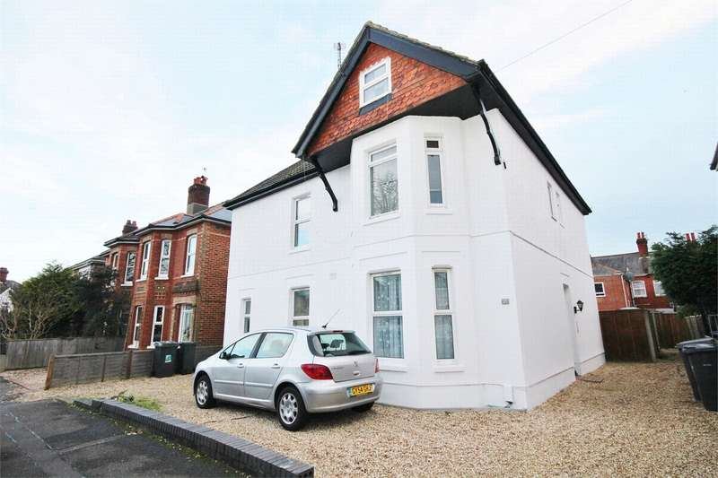 2 Bedrooms Flat for sale in Wickham Road, Bournemouth, Dorset