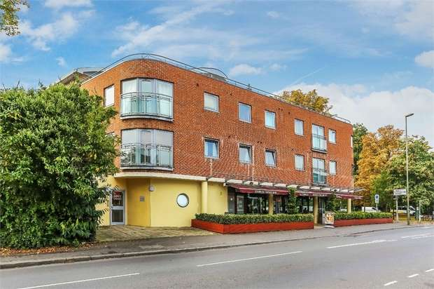 2 Bedrooms Flat for sale in Kings Court, 40 Hersham Road, WALTON-ON-THAMES, Surrey