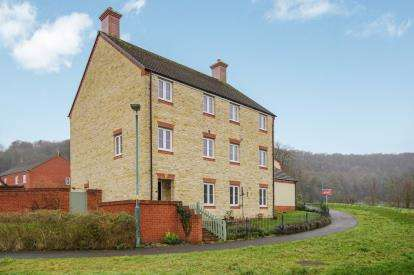 3 Bedrooms Semi Detached House for sale in Harrolds Close, Dursley, Gloucestershire, .
