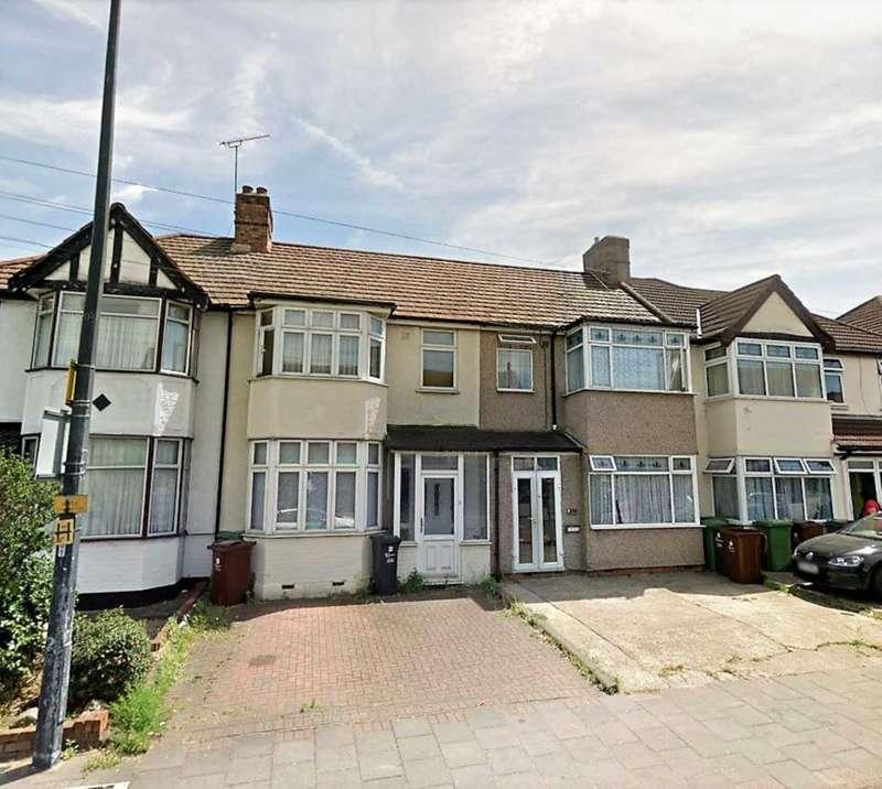 3 Bedrooms Terraced House for rent in Dagenham Road, Romford