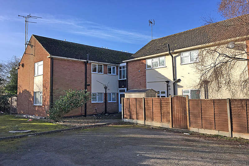 2 Bedrooms Apartment Flat for sale in Cowdray Close, Leamington