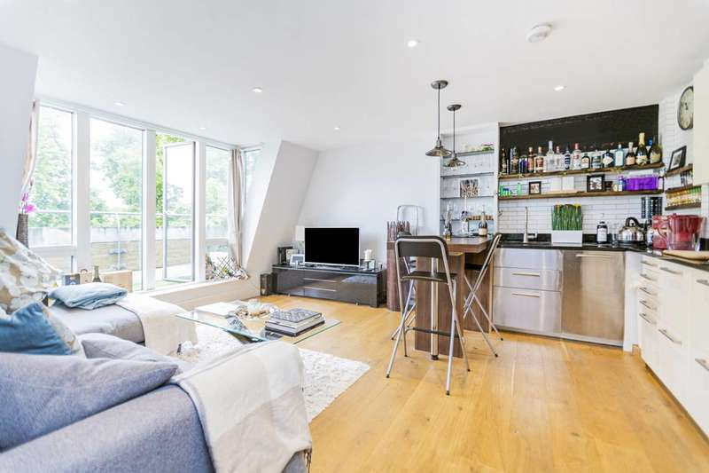 2 Bedrooms Flat for sale in Clapham Common South Side, Clapham South, SW4