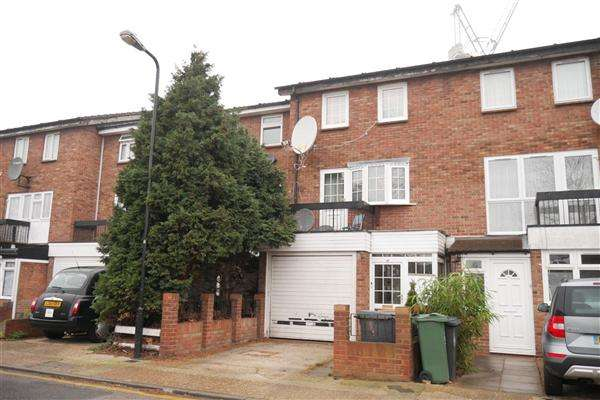 3 Bedrooms Terraced House for sale in Arkley Road, London
