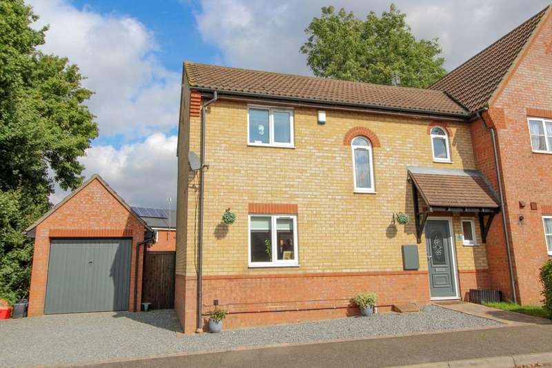 3 Bedrooms Semi Detached House for sale in Cleves Avenue, Brentwood, Essex, CM14