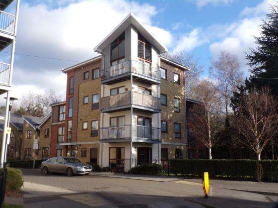 1 Bedroom Flat for sale in Coombe Way, Farnborough, Hampshire
