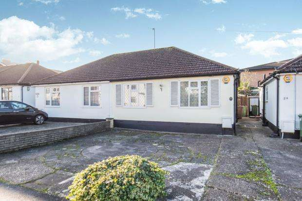 2 Bedrooms Bungalow for sale in Worcester Park, Surrey, .
