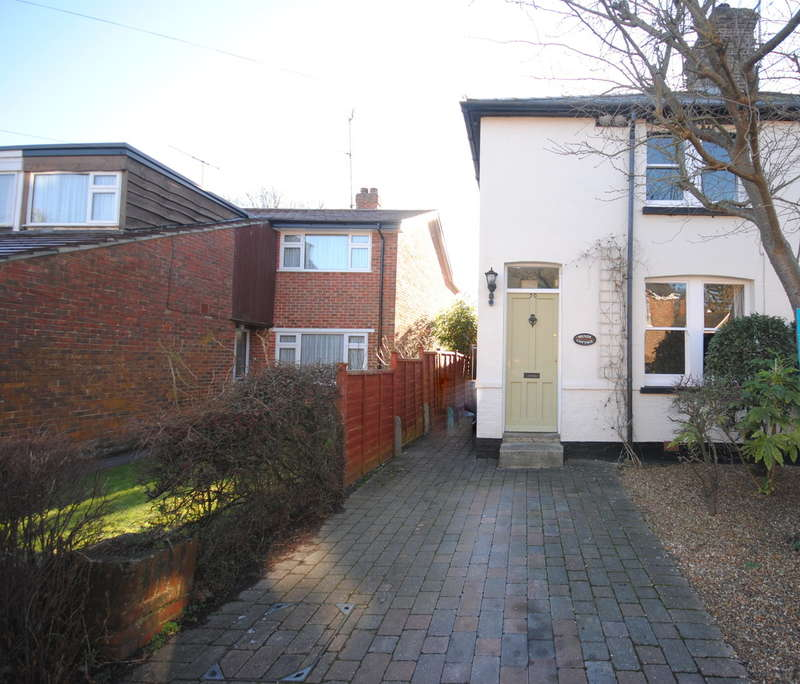 3 Bedrooms Semi Detached House for rent in Lingfield, Surrey