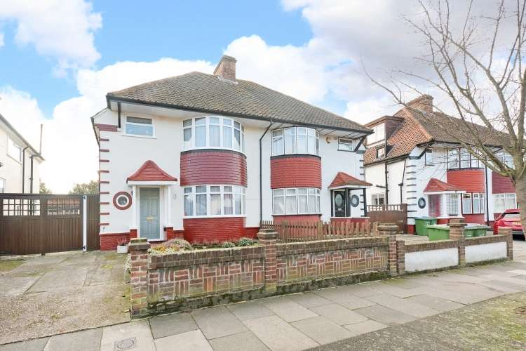 3 Bedrooms Semi Detached House for sale in Canberra Road London SE7