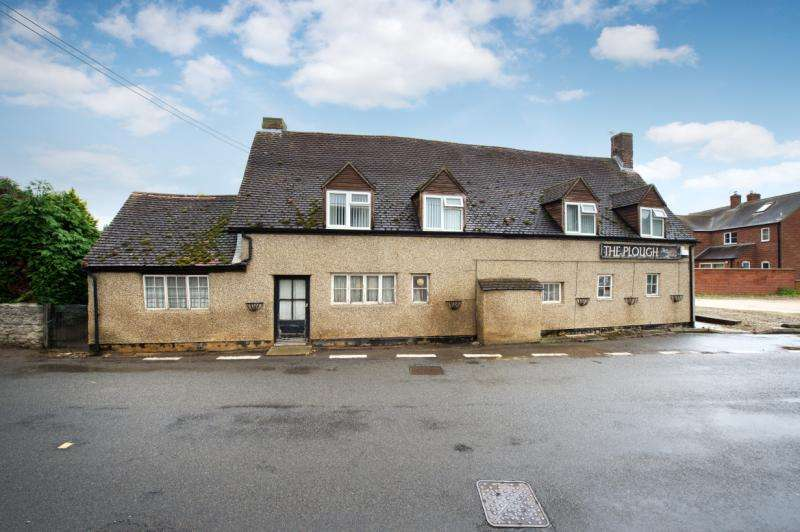 6 Bedrooms Detached House for sale in The Plough Inn, Main Street, Merton