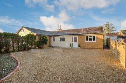 3 Bedrooms Bungalow for sale in Wilden Road, Renhold, Bedfordshire