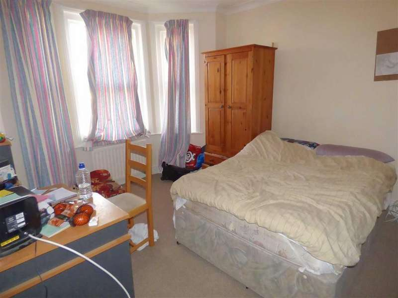 4 Bedrooms Flat for sale in Green Road, Winton, Bournemouth, Dorset
