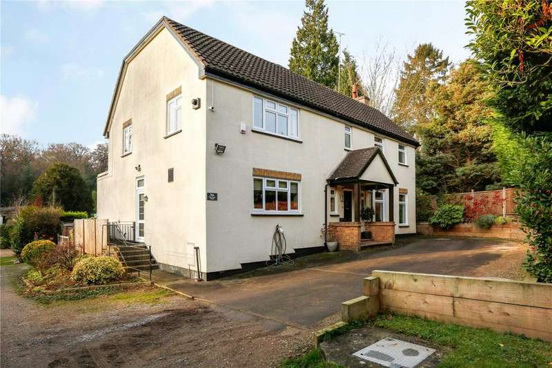 4 Bedrooms Detached House for sale in Piercing Hill, Theydon Bois, Epping, Essex, CM16