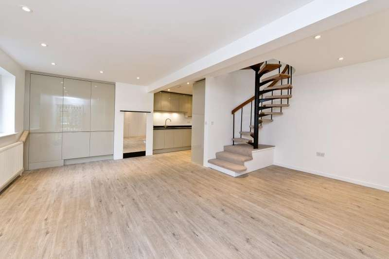 3 Bedrooms Mews House for sale in Hippodrome Mews, Notting Hill, W11