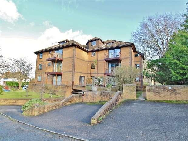 2 Bedrooms Flat for sale in Grandier Court, 20 Sandecotes Road, Lower Parkstone, Poole, Dorset