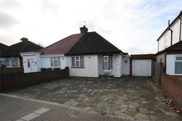 2 Bedrooms Semi Detached Bungalow for sale in Dale Avenue, Edgware, Middlesex