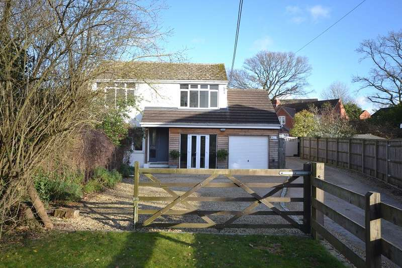 4 Bedrooms Detached House for sale in Woodcote