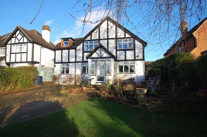4 Bedrooms Detached House for sale in Hillfield Road, Chalfont St Peter, SL9