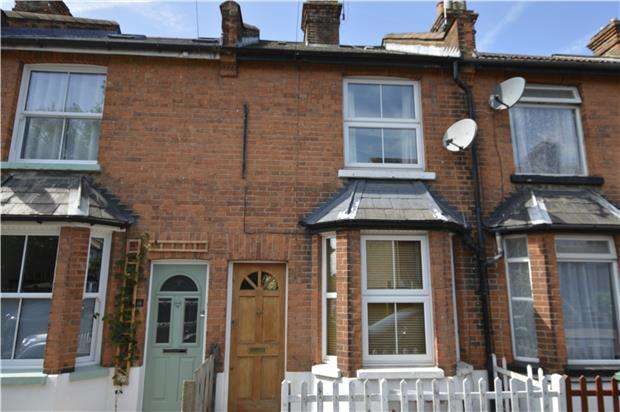 2 Bedrooms Terraced House for sale in Victoria Road, REDHILL, RH1 6DX