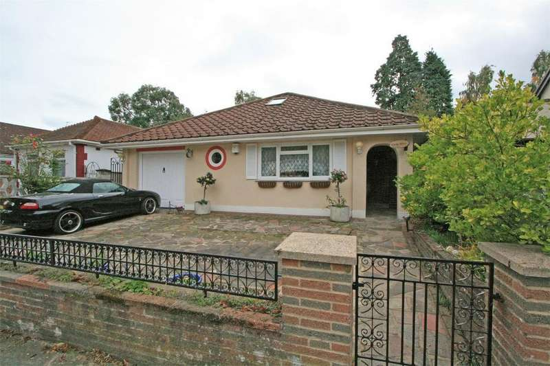 2 Bedrooms Detached Bungalow for sale in Alexandra Crescent, Bromley, Kent