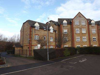 2 Bedrooms Flat for sale in Church Langley, Harlow, Essex