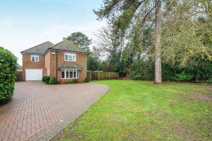 4 Bedrooms Detached House for sale in Acle, Norwich, Norfolk