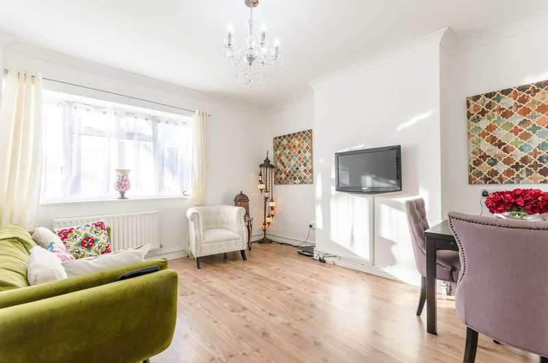 2 Bedrooms Flat for sale in Overstone House, Poplar, E14
